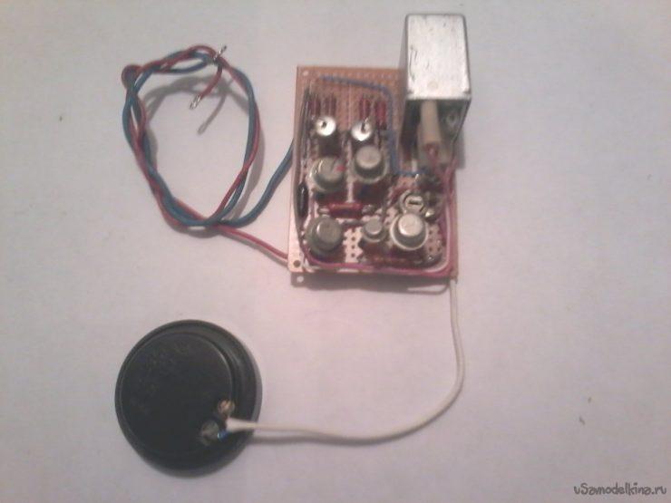 Звуковой сигнализатор, дублирующий включение задней передачи автомобиля
