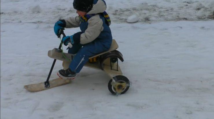 Снегоходная машина для ребенка