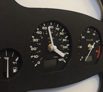 Часы в авто стиле