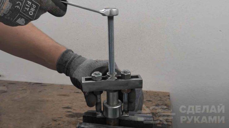 Самодельный съемник из металлолома (с регулировкой)