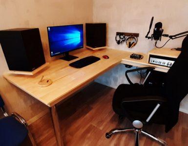 Компьютерный стол с подсветкой своими руками