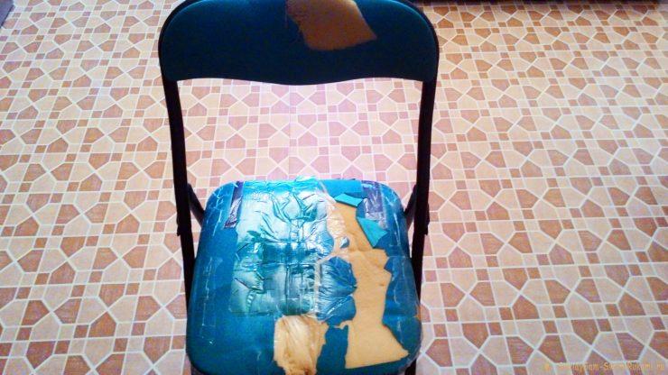 Лайфхак: как почти мгновенно задекорировать старый облезлый стул для дачи